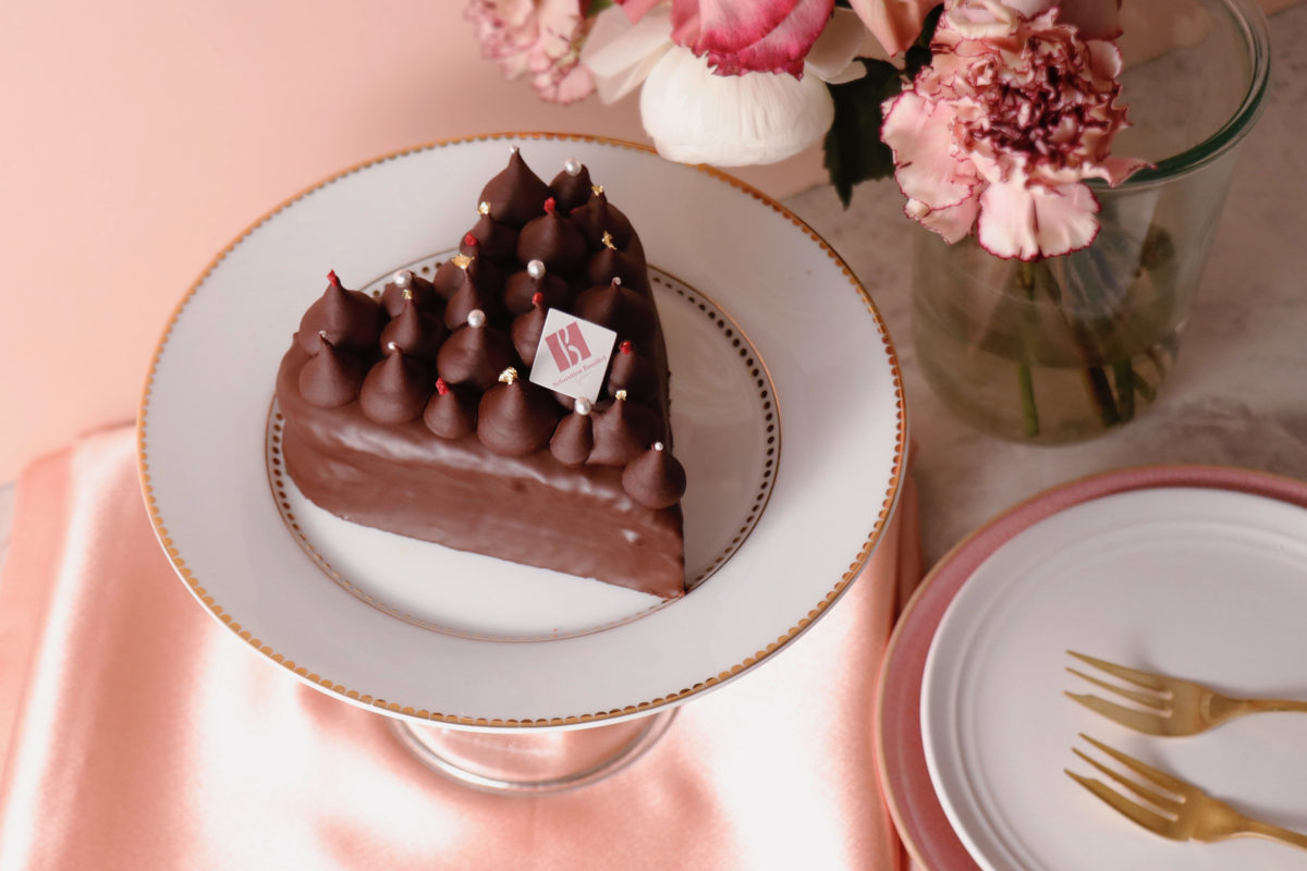 ショコラの優しい口どけを味わうハート形のバレンタイン限定ケーキが登場